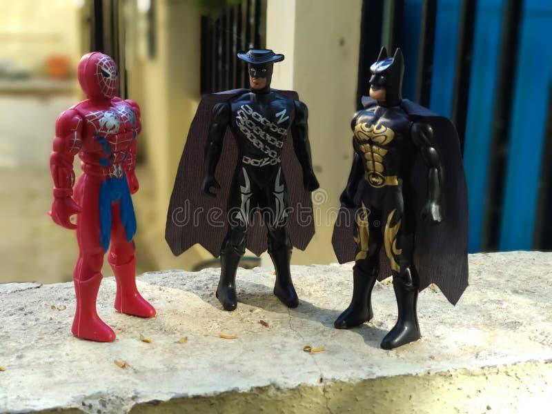 Los superheros de la maravilla en juguetes forman imágenes de archivo libres de regalías