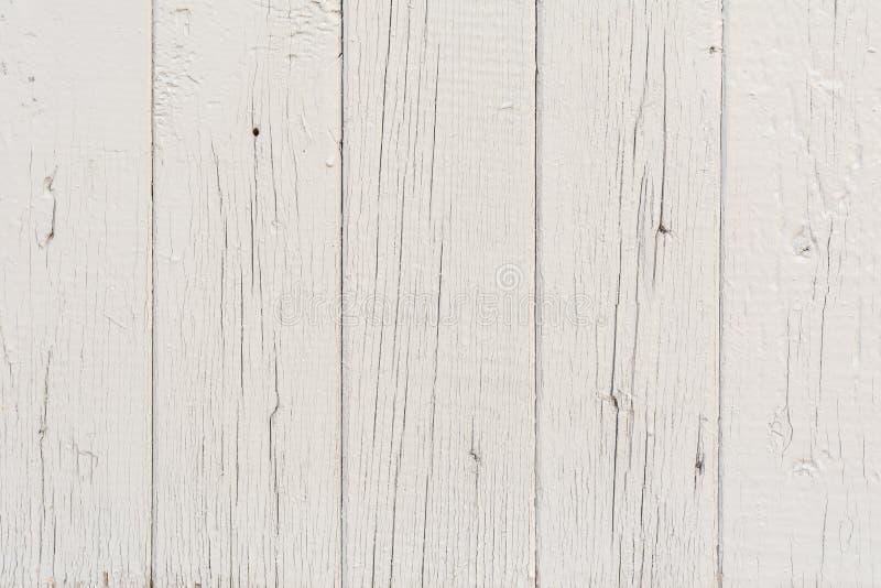 Los tableros de madera tienen un arreglo vertical, pintado con la pintura gris, la textura de madera visible y las pequeñas griet imagen de archivo