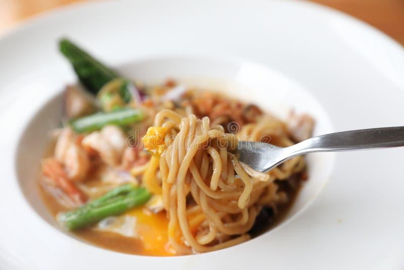 Los tallarines fritos con la salsa de soja, hokkien la comida del asiático del mee imagen de archivo libre de regalías