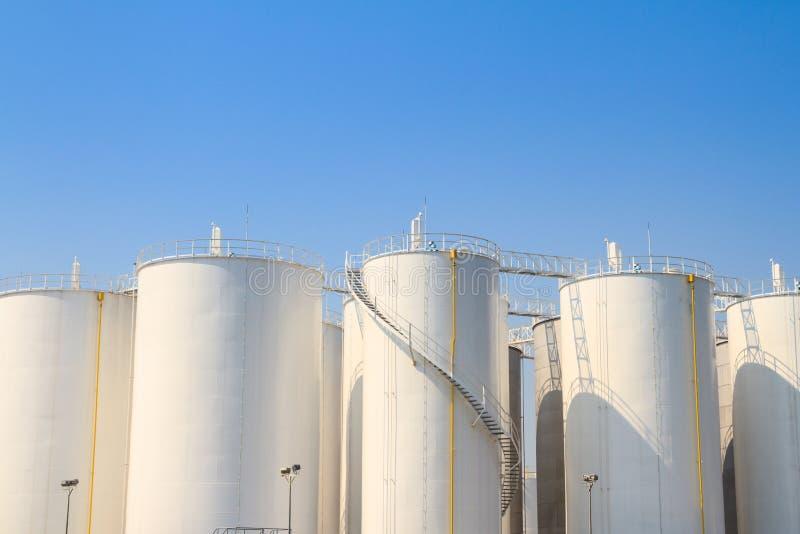 Los tanques blancos para la industria química fotos de archivo libres de regalías