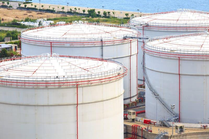 Los tanques de aceite foto de archivo