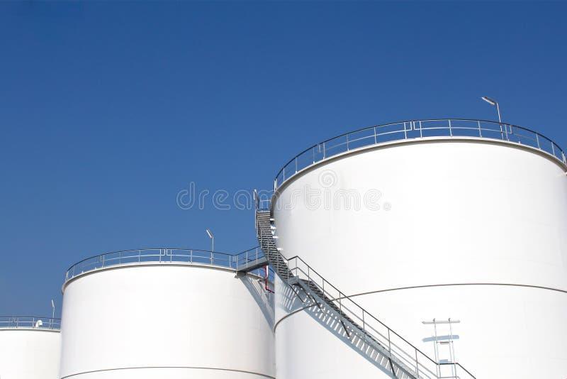 Los tanques de almacenaje blancos foto de archivo libre de regalías