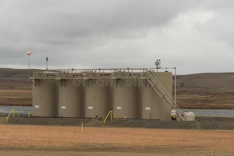 Los tanques de almacenaje de petróleo fotos de archivo libres de regalías