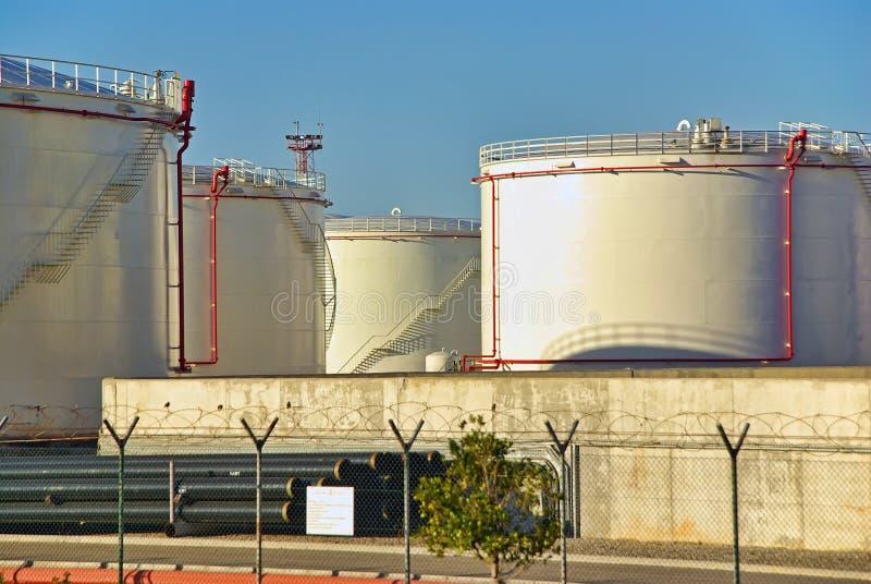 Los tanques de almacenamiento de combustible fotos de archivo