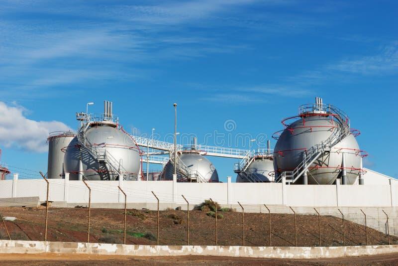 Los tanques de almacenamiento del aceite o de combustible imagen de archivo libre de regalías