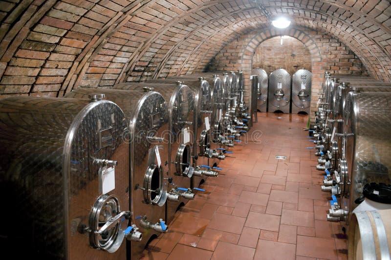 Los tanques de almacenamiento del vino imágenes de archivo libres de regalías