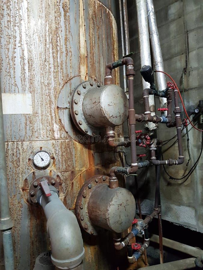 Los tanques de almacenamiento de la agua caliente del tanque de agua caliente para los productos de fabricación en la fábrica imagenes de archivo
