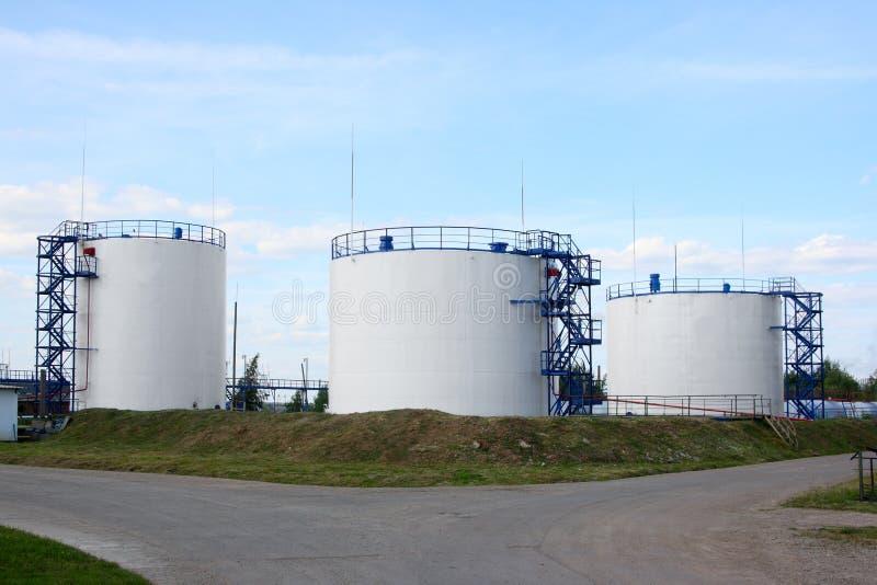 Los tanques de petróleo imagenes de archivo
