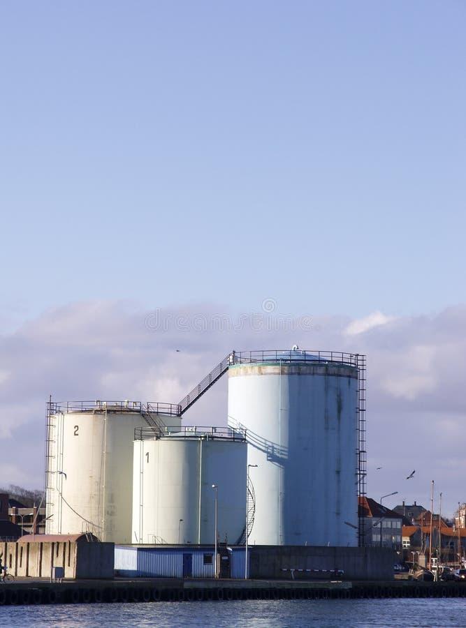 Los Tanques De Petróleo Para El Almacenaje Foto de archivo