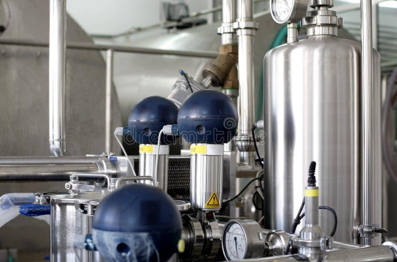 Los tanques de presión en fábrica fotografía de archivo