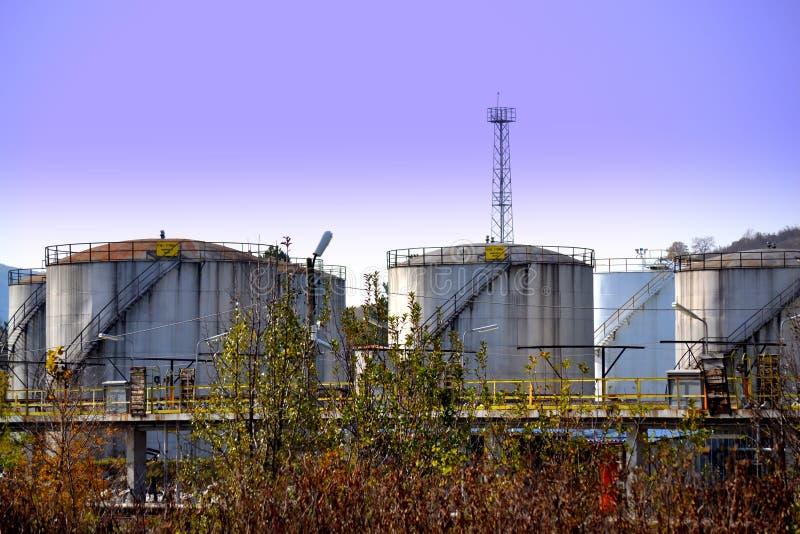 Los tanques del combustible y de aceites minerales imagen de archivo