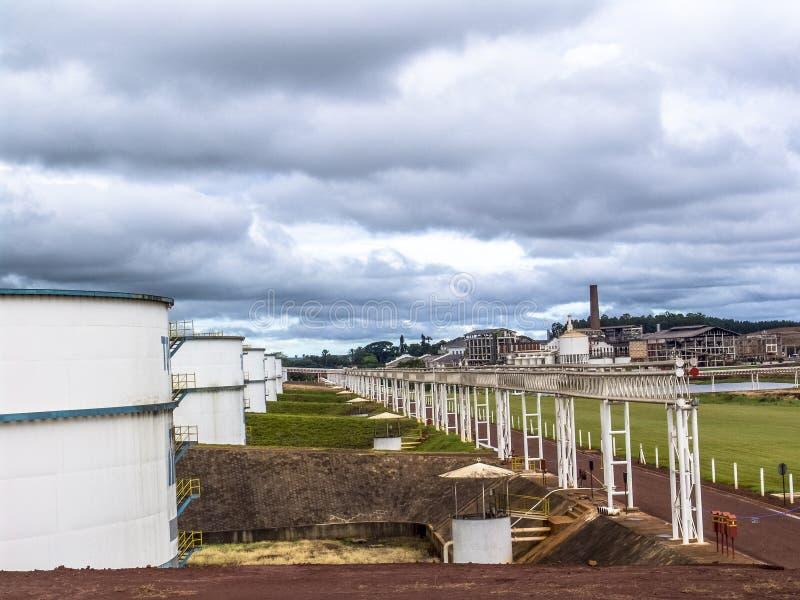 Los tanques del etanol en industria imágenes de archivo libres de regalías