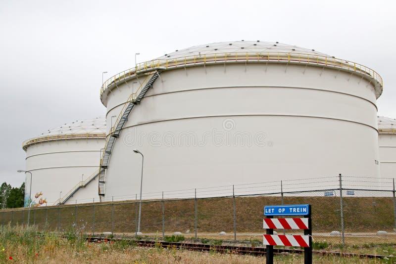 Los tanques en el terminal de Vopak en el puerto de Westport en el puerto de Amsterdam en los Países Bajos imágenes de archivo libres de regalías
