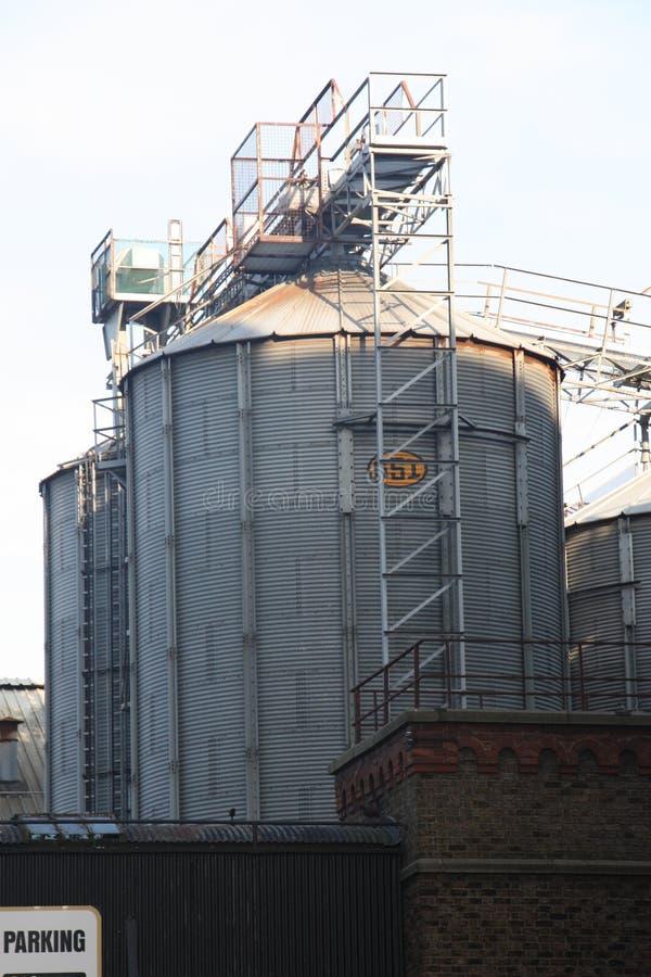 Los tanques industriales grandes fotos de archivo libres de regalías