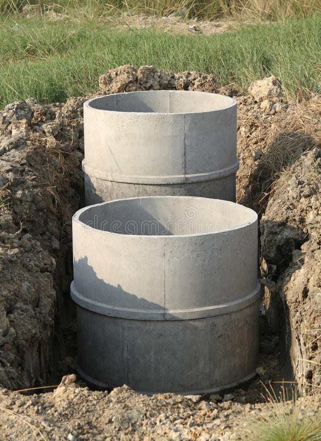 Los tanques sépticos concretos fotos de archivo