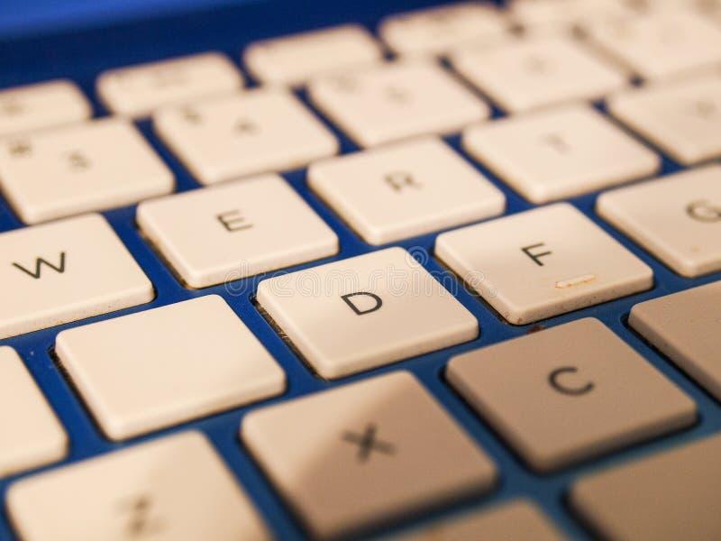 Los teclados de ordenador son una parte de vida cotidiana imágenes de archivo libres de regalías