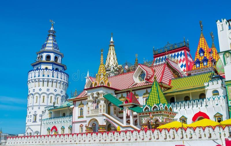 Los tejados y las torres modelados de Izmailovo fotos de archivo