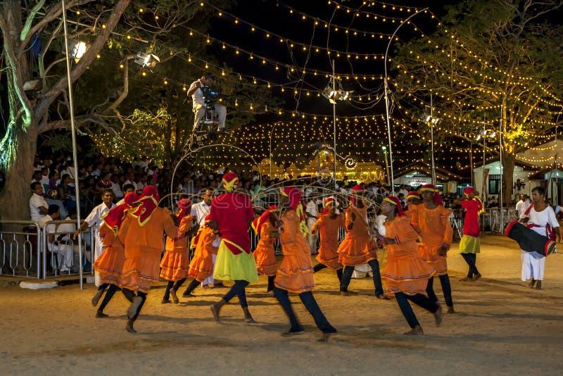 Los tejedores de Ratten se realizan durante el festival de Kataragama en Sri Lanka fotografía de archivo