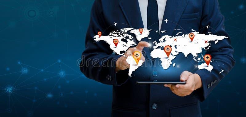 Los teléfonos elegantes y los empresarios infrecuentes de Internet del mundo de la comunicación de las conexiones del globo presi foto de archivo libre de regalías