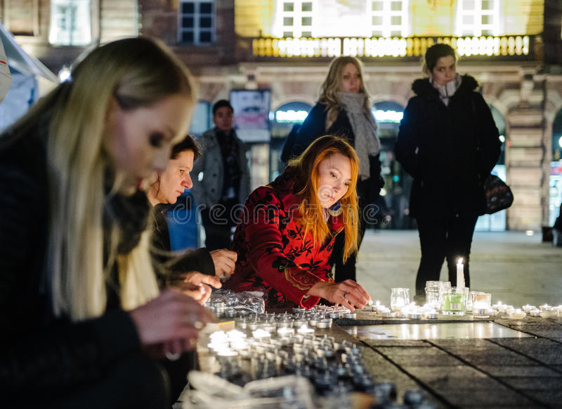 Los tributos que son presentados después de la París atacan los ataques af de París imagen de archivo libre de regalías