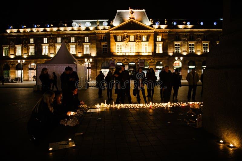 Los tributos que son presentados después de la París atacan los ataques af de París fotografía de archivo libre de regalías