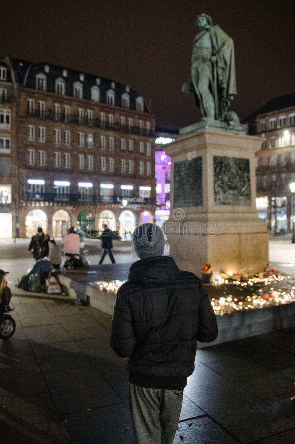 Los tributos que son presentados después de la París atacan los ataques af de París foto de archivo