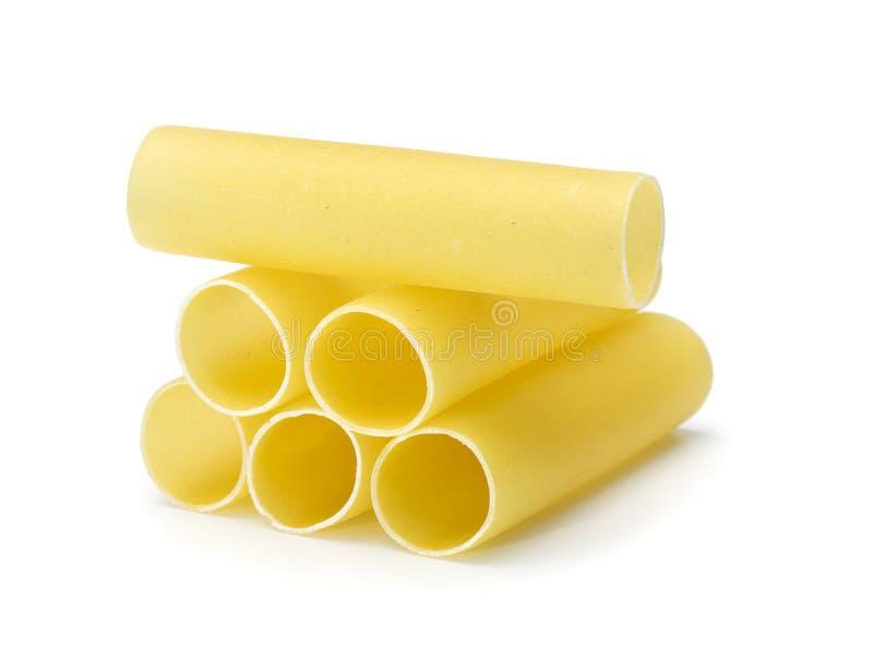Los tubos de las pastas de Cannelonni apilaron fotografía de archivo
