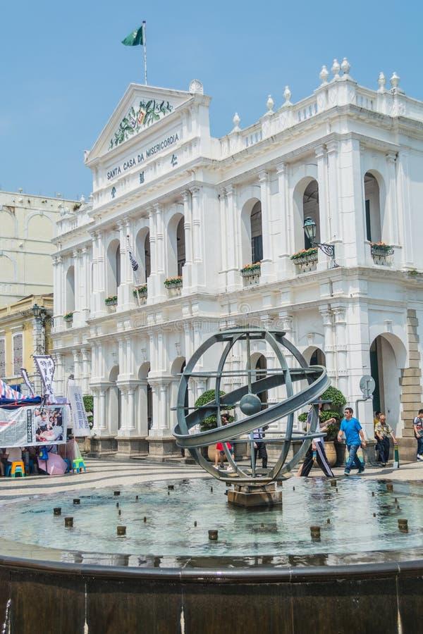 Los turistas caminan alrededor del cuadrado de Senado en Macao, China fotos de archivo libres de regalías