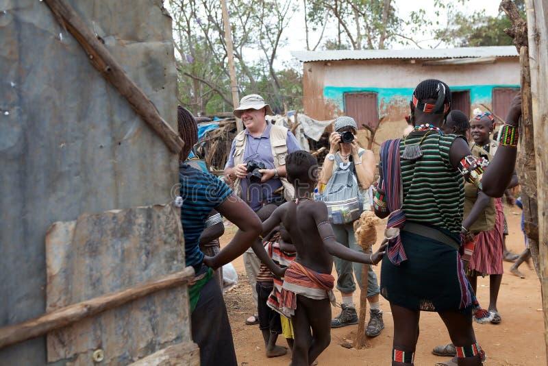Tourits y gente africana imagen de archivo