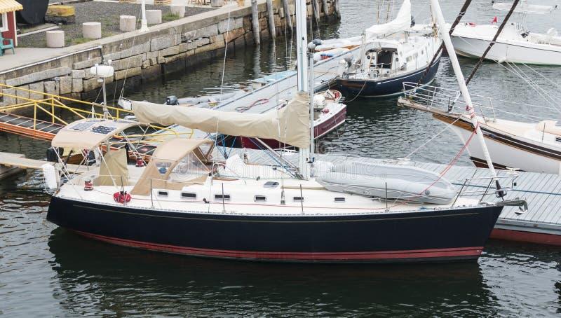 Los veleros atracaron el mesón Rockland Maine imagen de archivo