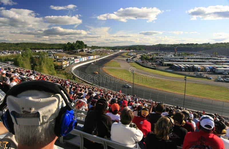 Los ventiladores de NASCAR llenan los soportes imágenes de archivo libres de regalías