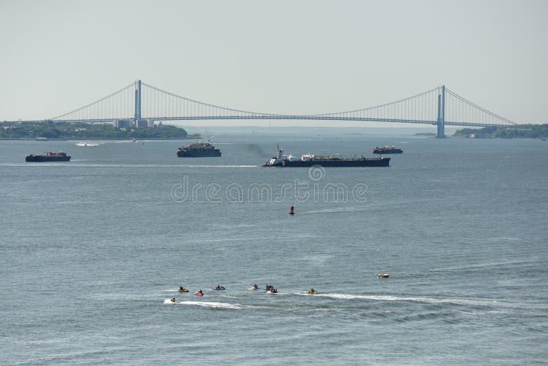 Los Verrazzano-estrechos tienden un puente sobre en Nueva York, NY, los E.E.U.U. fotos de archivo libres de regalías