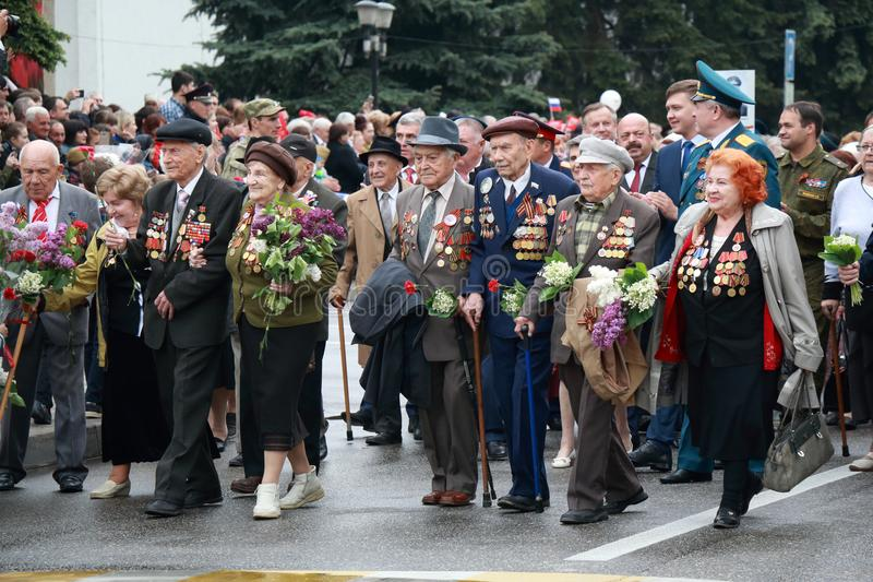 Los veteranos de operaciones militares en Victory Day desfilan Pyatigorsk, Rusia imagen de archivo libre de regalías