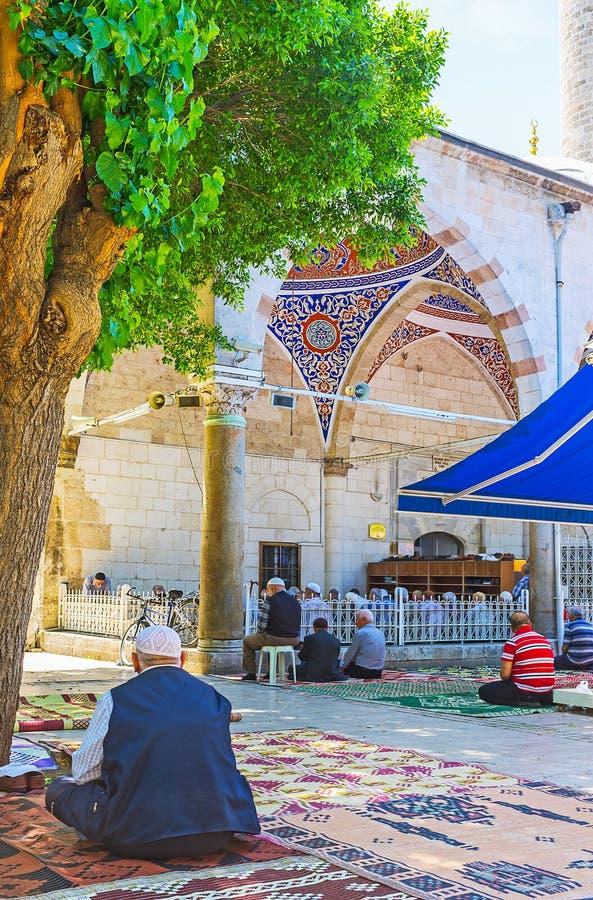 Download Los Viejos Musulmanes En La Mezquita De Muratpasa, Antalya Imagen de archivo editorial - Imagen de parque, cityscape: 100530659