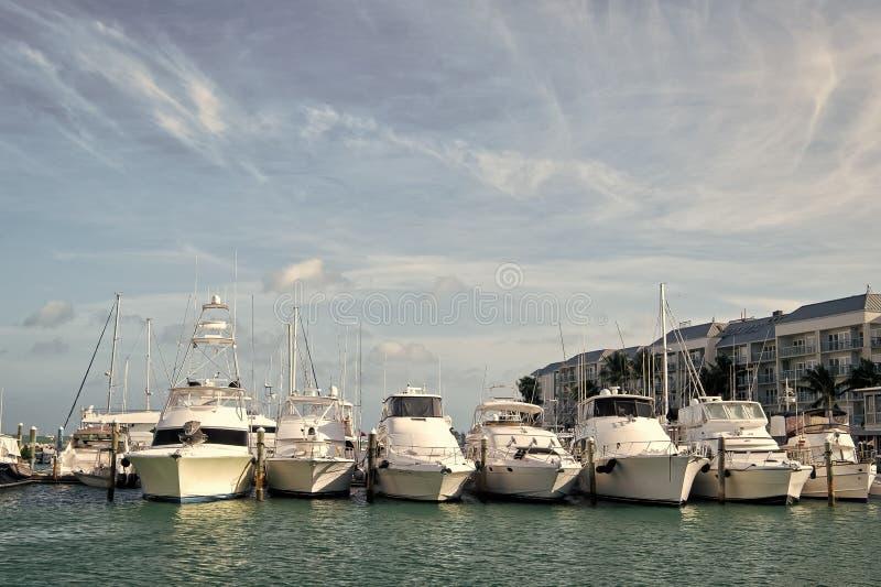Los yates amarraron en el embarcadero del mar en Key West, los E.E.U.U. foto de archivo libre de regalías