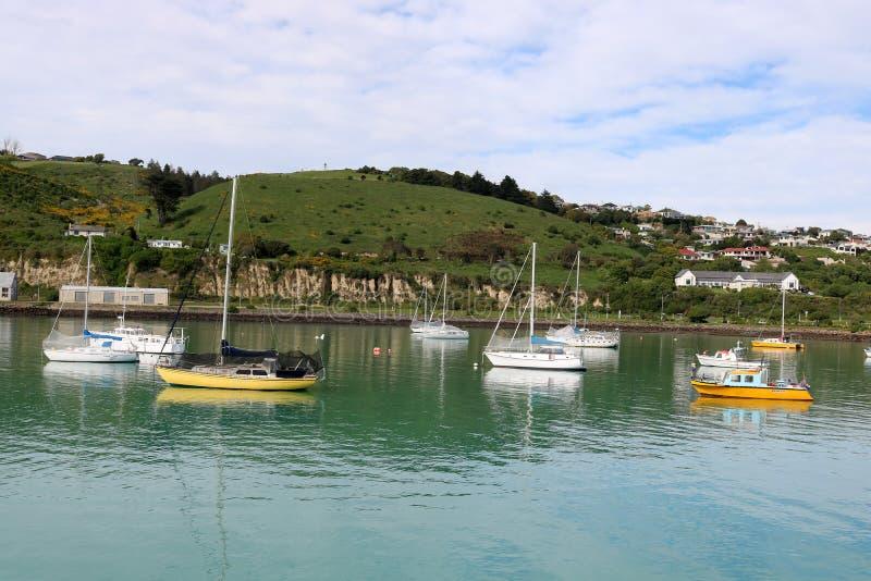 Los yates en Oamaru se abrigan, Oamaru, Otago, Nueva Zelanda fotos de archivo