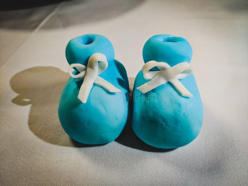 Los zapatos de bebé hicieron del azúcar fotografía de archivo