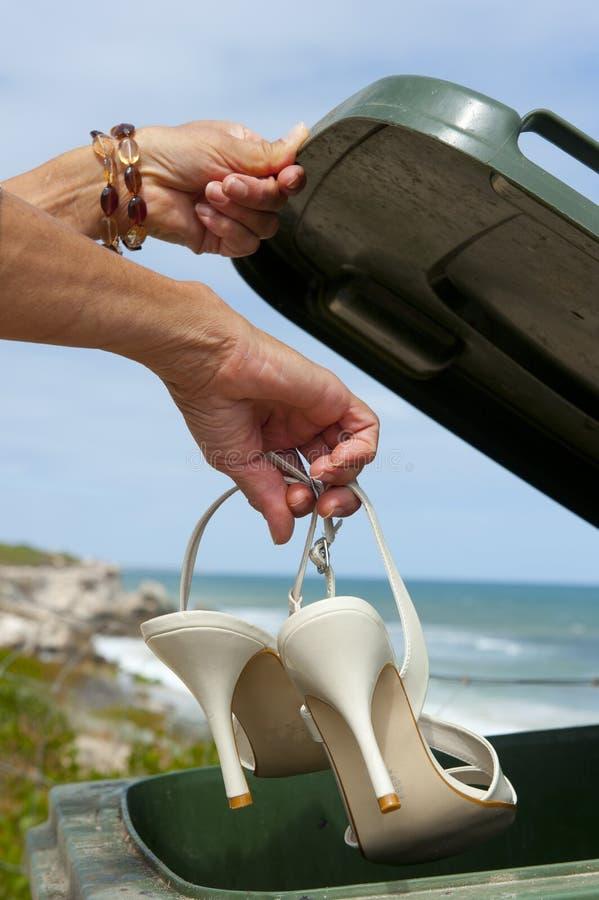 Los zapatos del alto talón adentro reciclan el compartimiento imagen de archivo libre de regalías