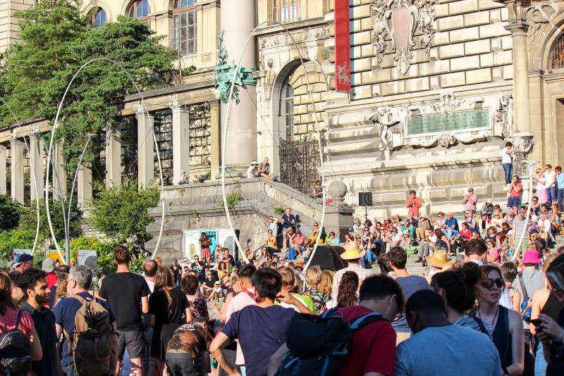 Losanna, Svizzera - 9 luglio 2019: Festival de la Cite in vie della città svizzera Evento culturale tradizionale con le arti fotografie stock
