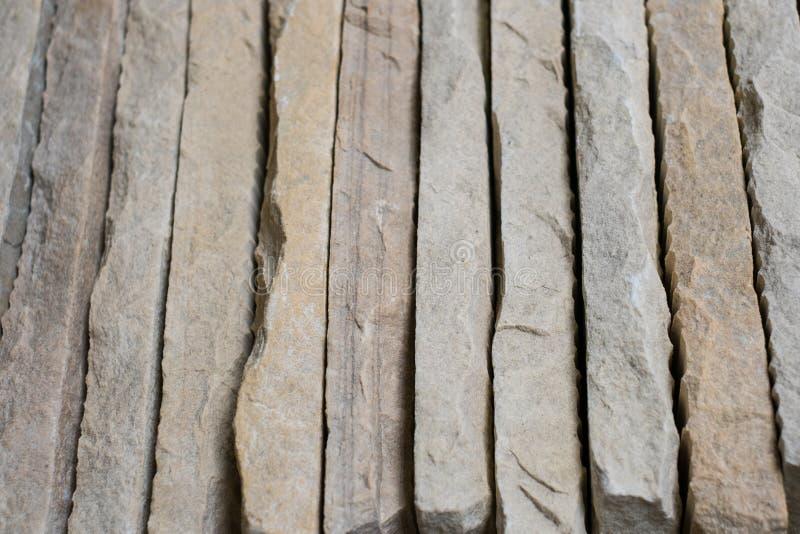 Losas de piedra - las tejas de piedra apiladas resumen el fondo imagen de archivo