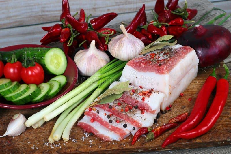 Losas del salo, o fatback salado del cerdo con las especias S tradicional fotos de archivo
