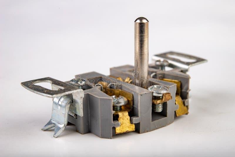 Losgeschroefte elektrocontactdoos Toebehoren en componenten voor de elektricien nodig voor assemblage in een losgemaakt huis stock afbeelding