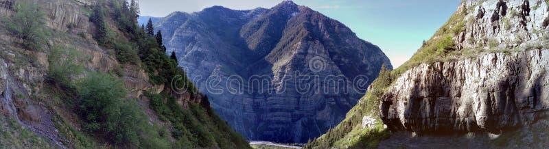 Lost Creek kanjon - kaskadberg Pano royaltyfri bild