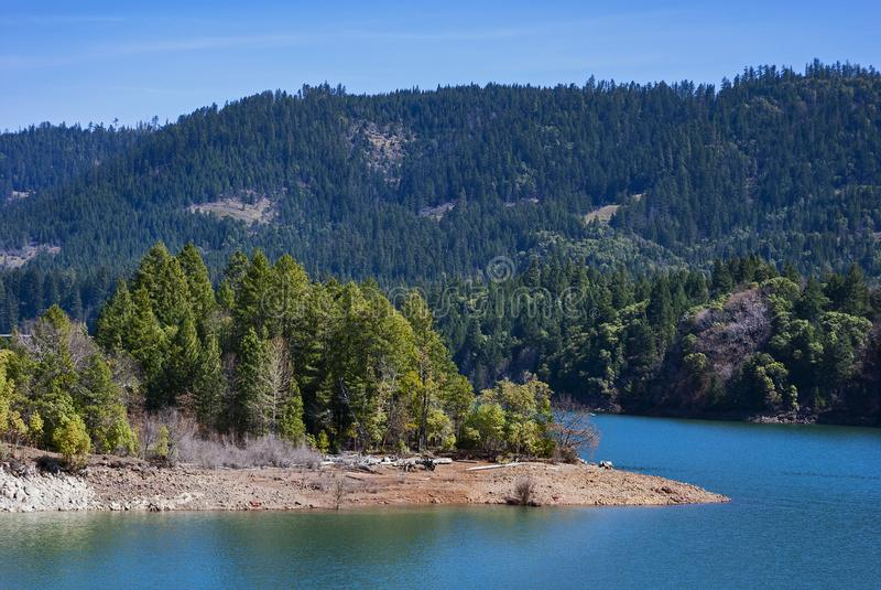 Lost Creek sjö på Rogue River i Oregon fotografering för bildbyråer