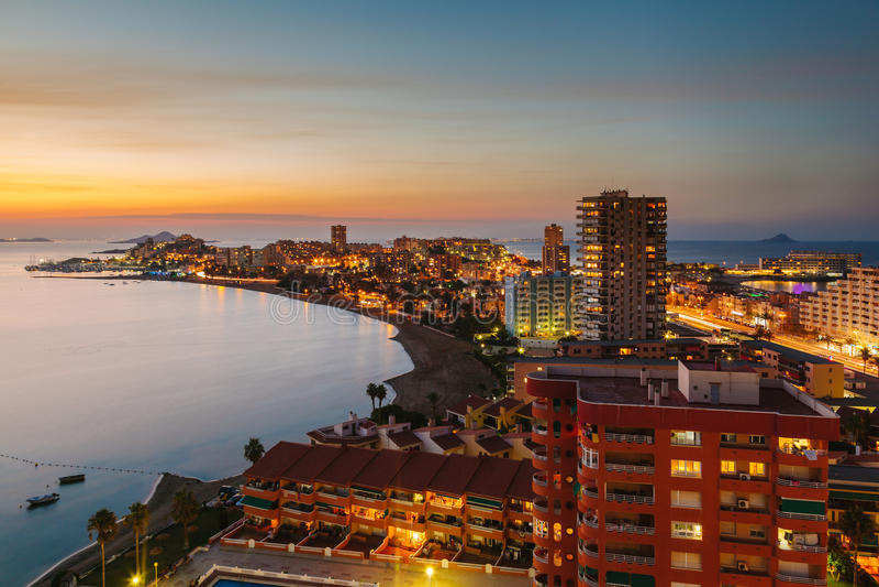 Losu Angeles Manga Del Mącący Menor linia horyzontu przy nocą, Murcia zdjęcie stock