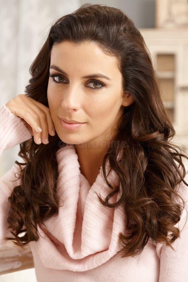 Losup Portrait der schönen jungen Frau lizenzfreie stockbilder