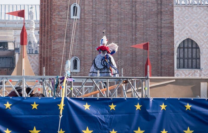 Lot anioł ceremonii Il Volo dell ` Angelo przy rocznym Wenecja karnawałem, Wenecja Włochy obrazy stock