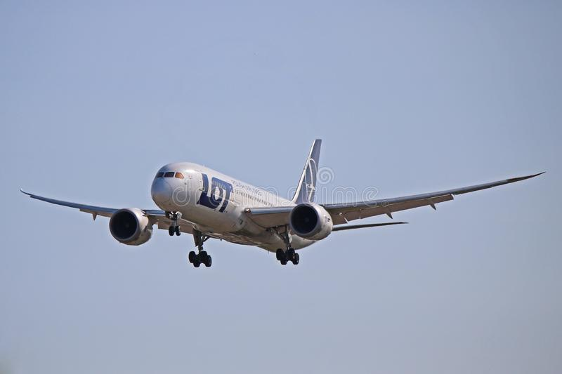 LOT Polish Airlines Boeing 787-8 Front View arkivfoton