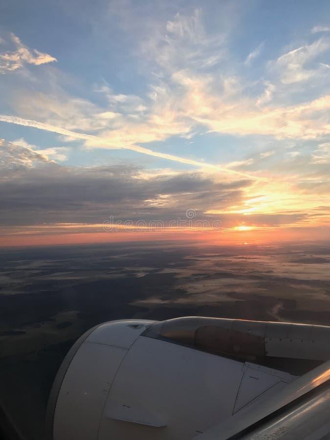 Lot w wschodzie słońca zdjęcia royalty free