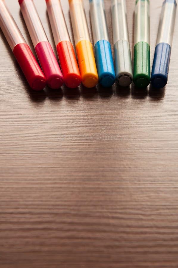 Lote de canetas com ponta de feltro multi-coloridas fotografia de stock royalty free